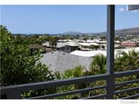 Great location at the foot of the Koko Head Crater with