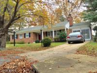 Prime Vienna location! Lovely updated brick home,