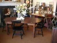 We are sellinga set of 4 comb backWindsor chairs.Lovely