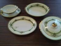 Selling this beautiful 4-piece Japanese china serving