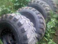 I have a set of 4 40x17x15 ground hawgs on 8 lug 15x12