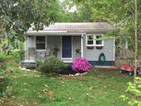 Intown Cottage on corner lot with 2 bedrooms and 1