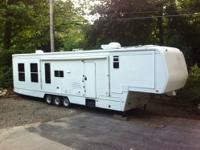 Triple axle-newer tires-2 slides livingroom and