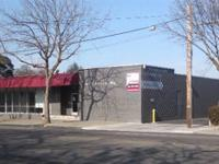 Free-standing commercial building on Harding Way. 7,300