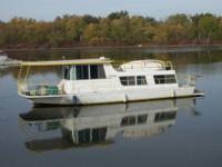 1968 Sunliner Residence Watercraft 42'. Wonderful