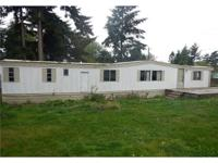 924 sq. ft 2 bed / 1 bath home on fully fenced lot with