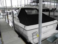 1989 Sea Ray 390 EXPRESS CRUISER Full-bodied express