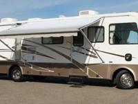 THIS 35ft DA FLOOR PLAN MOTOR HOME HAS 2 EXTRA LARGE