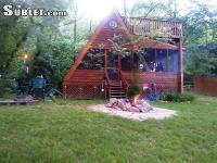 Cozy A-frame on the Shenandoah River. Picnic table,