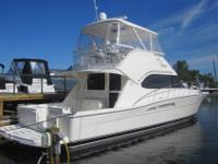 47' Riviera Flybridge 2005 For SaleOnly 875 hours on