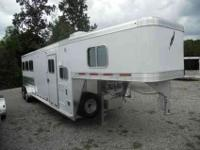 BEAUTIFUL 2011 Featherlite 3 horse trailer with living