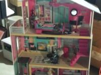 4 foot doll house in new condition with elevator, three