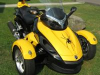 beautiful 2008 Can-Am Spyder GS. Yellow and Black 4114