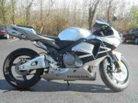 2006 HONDA CBR600, Light Silver Metallic,