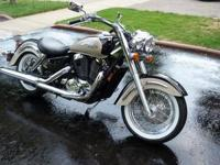 2000 Honda Shadow Aero Cruiser, Black/Gold paint,