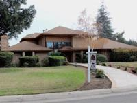 Large five bedroom house near Sunnyside Country Club.E