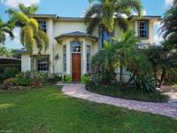Amazing location in Olde Naples! Walk 4 1/2 blocks to
