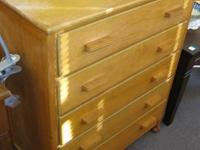 Nice quaint chest of drawers. 5 Drawers with Wood