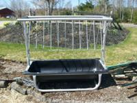 Allows you to feed loose hay and grain at the same