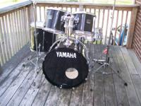 5 piece Yamaha Stage Custom Drum set in black