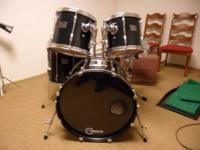 5 PEICE PEARL EXPORT DRUM SET WITH EXTRA HEADS. GOOD