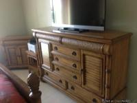 BEDROOM SET - BEAUTIFUL WOOD QUEEN SIZE BED WITH
