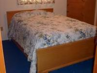 Vintage 5 piece blond bedroom set: full size bed,