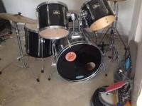 5 piece Pearl Export drum embeddeded in suitable shape