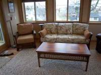 Very nice 5 piece Ratton Furniture set. Couch, chair,