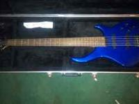 Listing a 5 string Peavey Grind BXP bass guitar. Comes