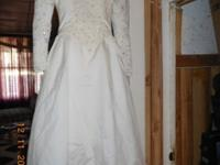 Beautiful House of Bianchi Bridal Gown. Size 2. Never