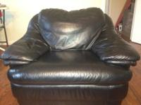 WE ARE SELLING A BLACK LEATHER SOFA SET, WHICH INCUDES