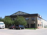 Versatile office/warehouse building with ample space to