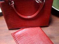 I'm selling a beautiful, gift-quality satchel with