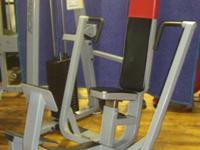 A foot assist bar Icarian Chest Press allows the user