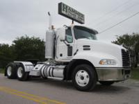 2008 Mack Pinnacle CXU-613 Tandem Daycab, MP8-425E