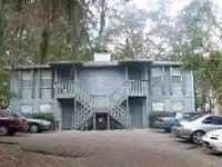 2/1 w/ Large Living Room & w/d! Mins to Downtown! This