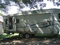2003 Cougar, 5th Wheel,(29.5 ft) can sleep 6 people.,