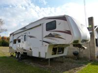 2009 Raptor 5th wheel toyhauler, 34ft, sleeps 8 adults,