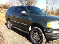 2001 Ford Expedition xlt 8 cyl 4 wheel drive chrome