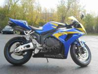 2006 HONDA CBR1000, Two-tone Candy Blue / Yellow,
