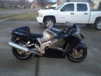 Very nice 2001 Hayabusa. Black and Grey. never been