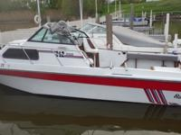 You are looking at a 1988 Sportcraft 242.The boat has