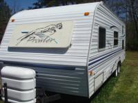 2001 Fleetwood Prowler Lite, 25', very clean, recently