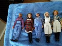 These dolls are like brand new and very good condition