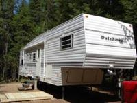 1998 Dutchmen Classic 5th wheel camper. Bunk room with