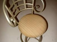 For sale, set of 6 bar stool decorative swivel chairs.