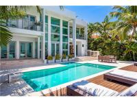 Spectacular 6BD/7.5BA waterfront home on a large 12,250