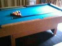 nice pool table fealt like new comes with balls, rack