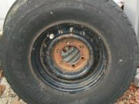 has a 265 75 15 tire on it has dry rot holds air be